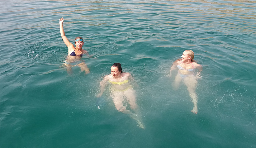 Musandam Dhow Cruise Deals Include Dolphin watching, Snorkeling and swimming 1